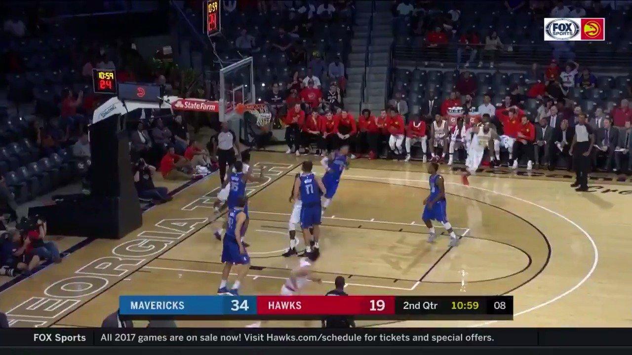 Kent Bazemore led the @ATLHawks in the 1st half w/ 10 PTS! #NBAPreseason  ��: @NBATV https://t.co/D5Pg7RMUyE