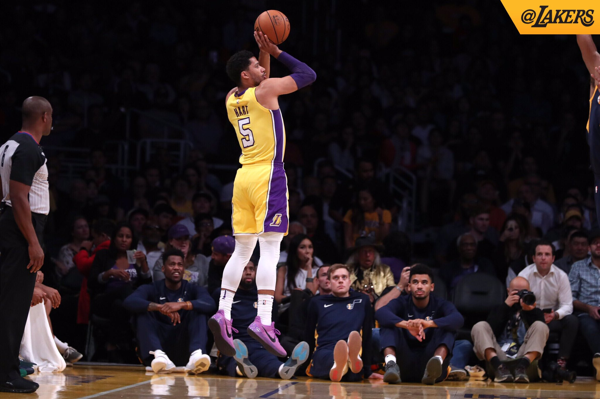 �� @joshhart knocking it down from the corner #LakeShow https://t.co/MDDR87hPbr