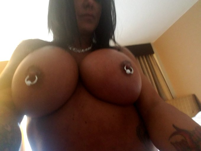 #TittyTuesday #MILF https://t.co/FVyGBAJC8i