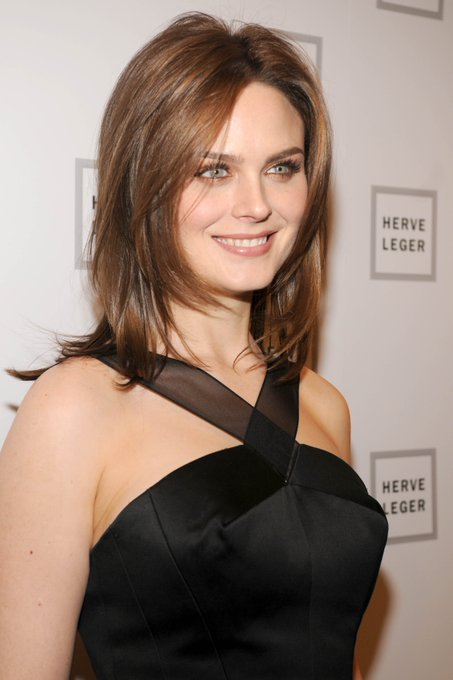 Happy Birthday to Emily Deschanel who turns 41 today!