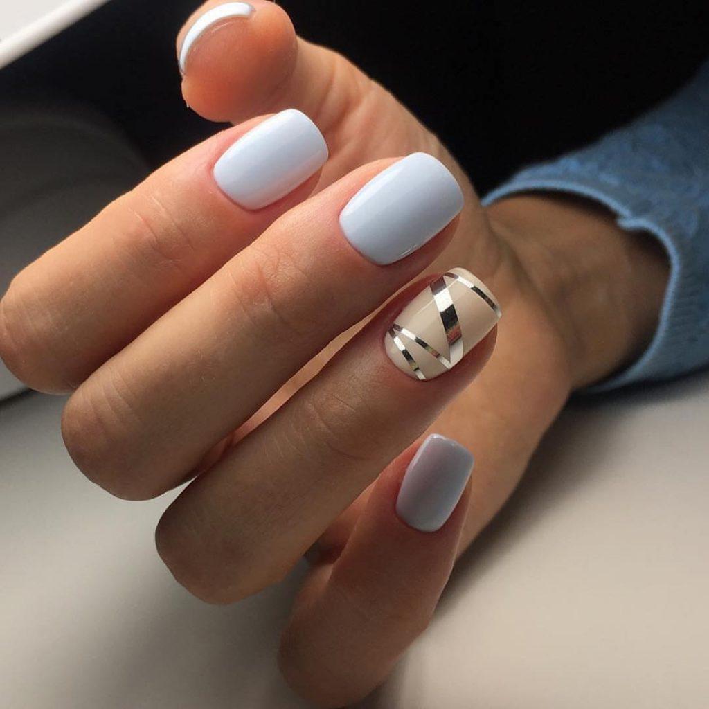 Зимний нежный маникюр на коротких ногтях