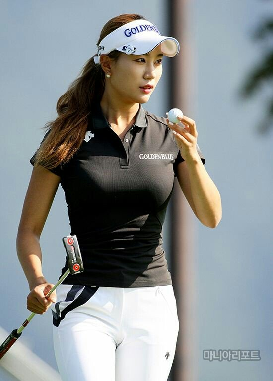 Happy Birthday, Michelle Wie, born October 11th, 1989, in Honolulu, Hawaii.