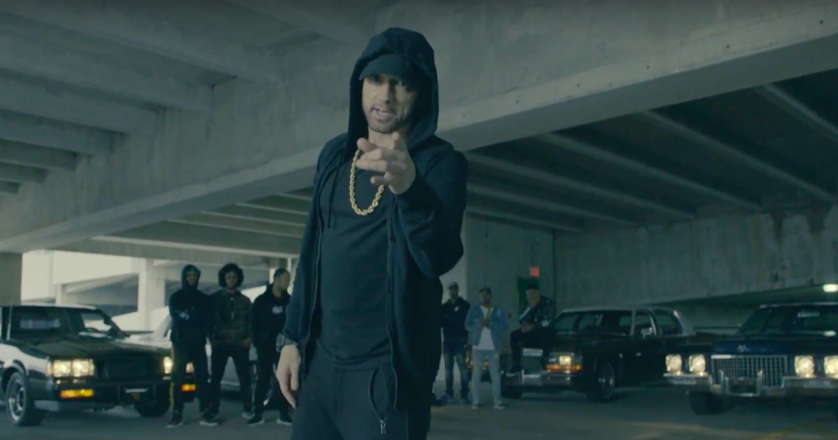 See Eminem demolish Donald Trump in a ferocious a capella freestyle at the #BETawards https://t.co/yZPdAODE2q https://t.co/Ct4KzR2aM7