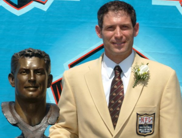 To wish HOF QB Steve Young a Happy Birthday!