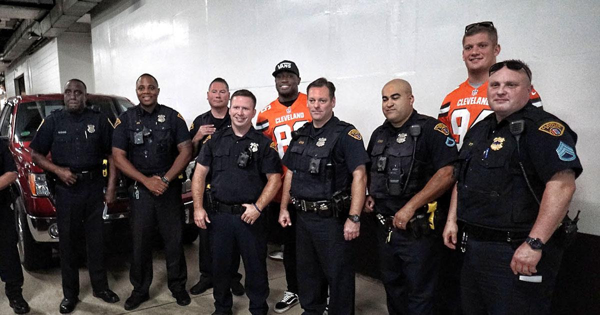 #Browns hope to 'bridge the gap' after ride-along with @CLEpolice   �� » https://t.co/8LzwlWNyII https://t.co/MjhnEFzRTZ
