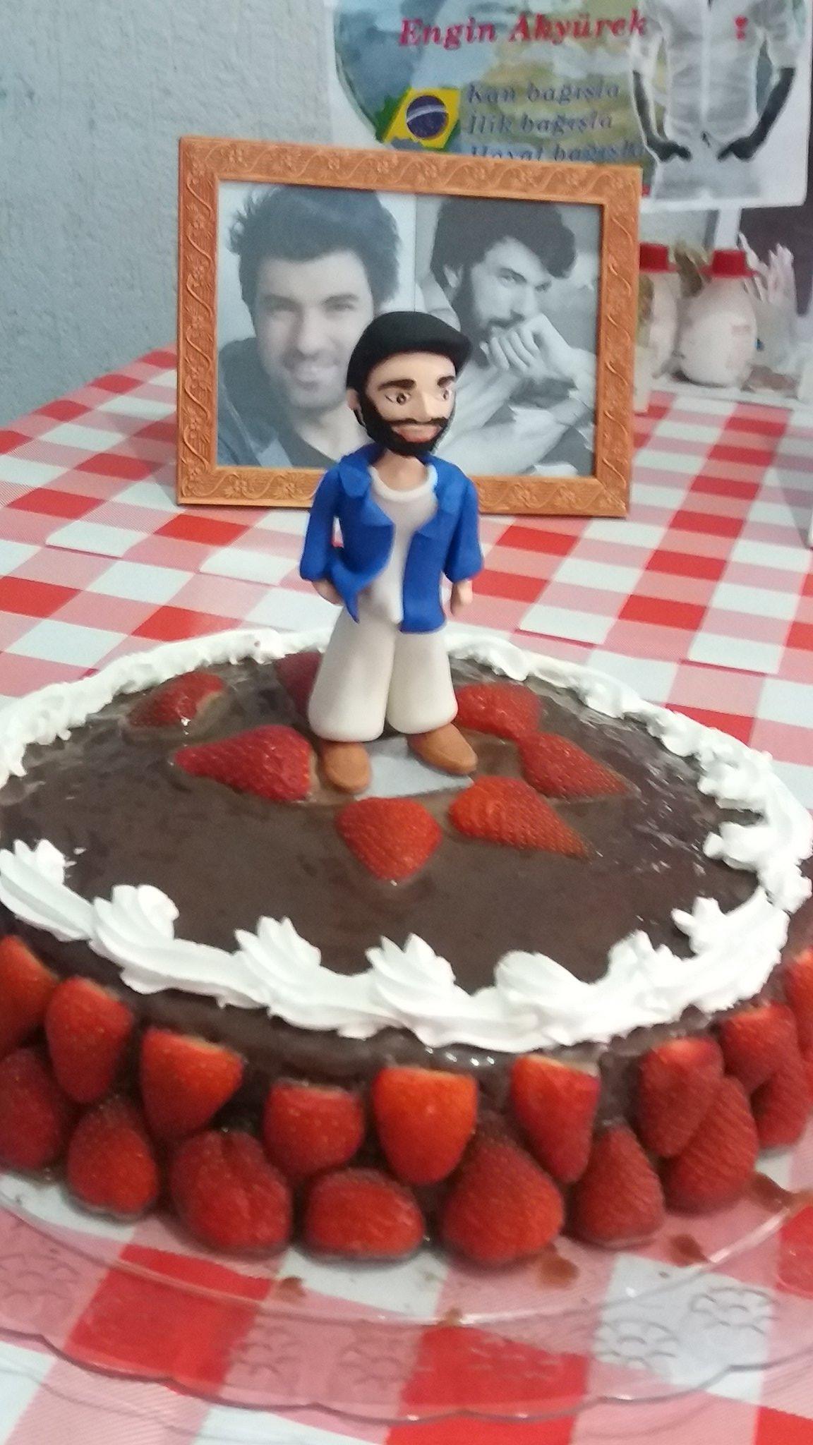 Na Turquia já é seu dia  Happy birthday Engin Akyurek