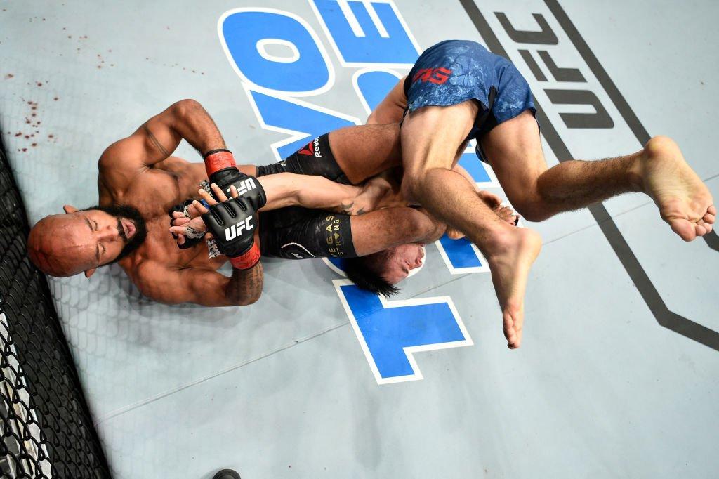 Em câmera lenta, os melhores momentos do #UFC216. Assista na íntegra > https://t.co/ibN0nvkGtI https://t.co/87BHl0WL7l