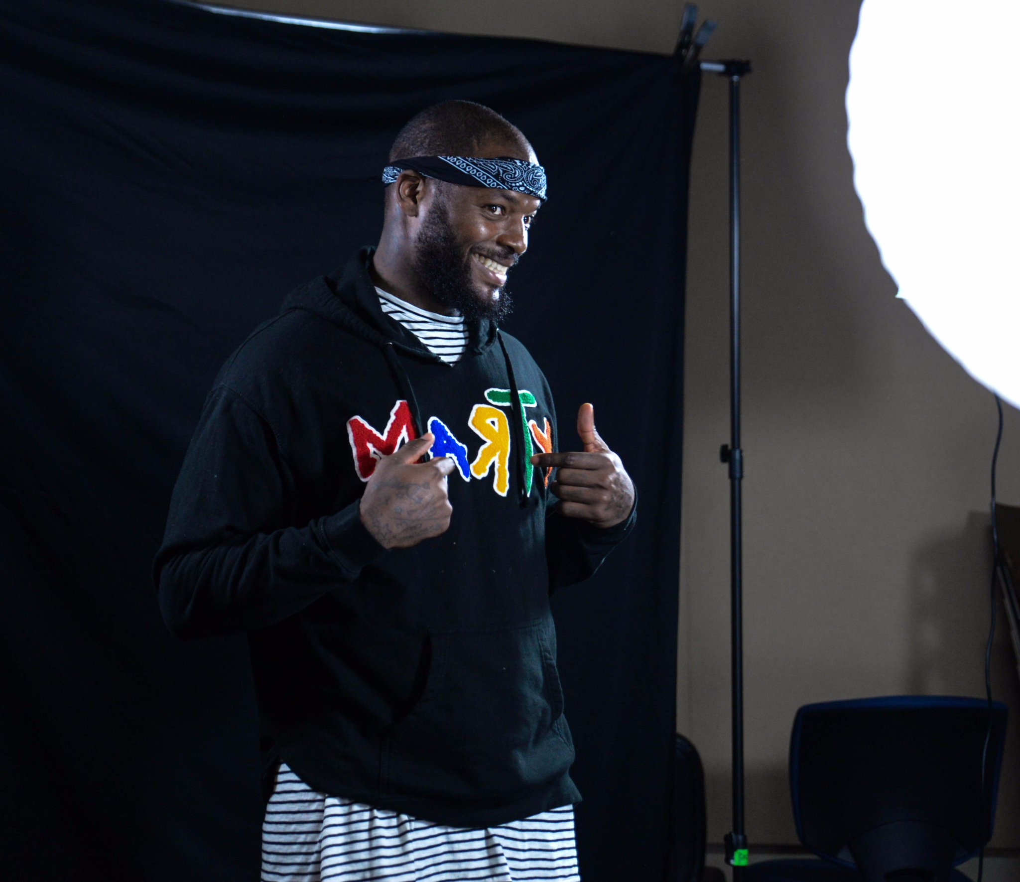 Take a behind-the-scenes look at @MartysaurusRex's #Packers @GIPHY shoot!   ��: https://t.co/PJWjkX28BD  #GoPackGo https://t.co/X0PlgwPMxL