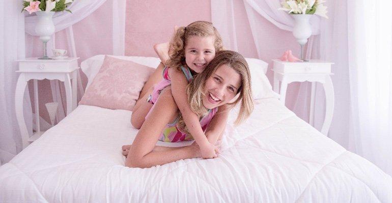 Debby Lagranha. Foto do site da Caras Brasil que mostra Debby Lagranha faz ensaio fotográfico com a filha, Duda. Veja as fotos