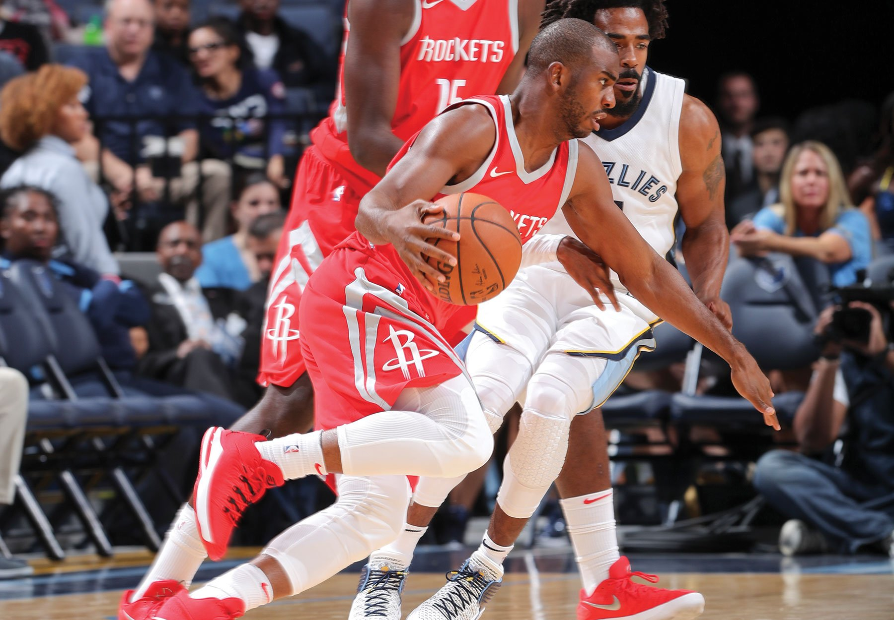 Halftime in Memphis.   Rockets 44 Grizzlies  47  @JHarden13 11pts/7ast @CapelaClint 11pts/7reb https://t.co/758diO5BMc