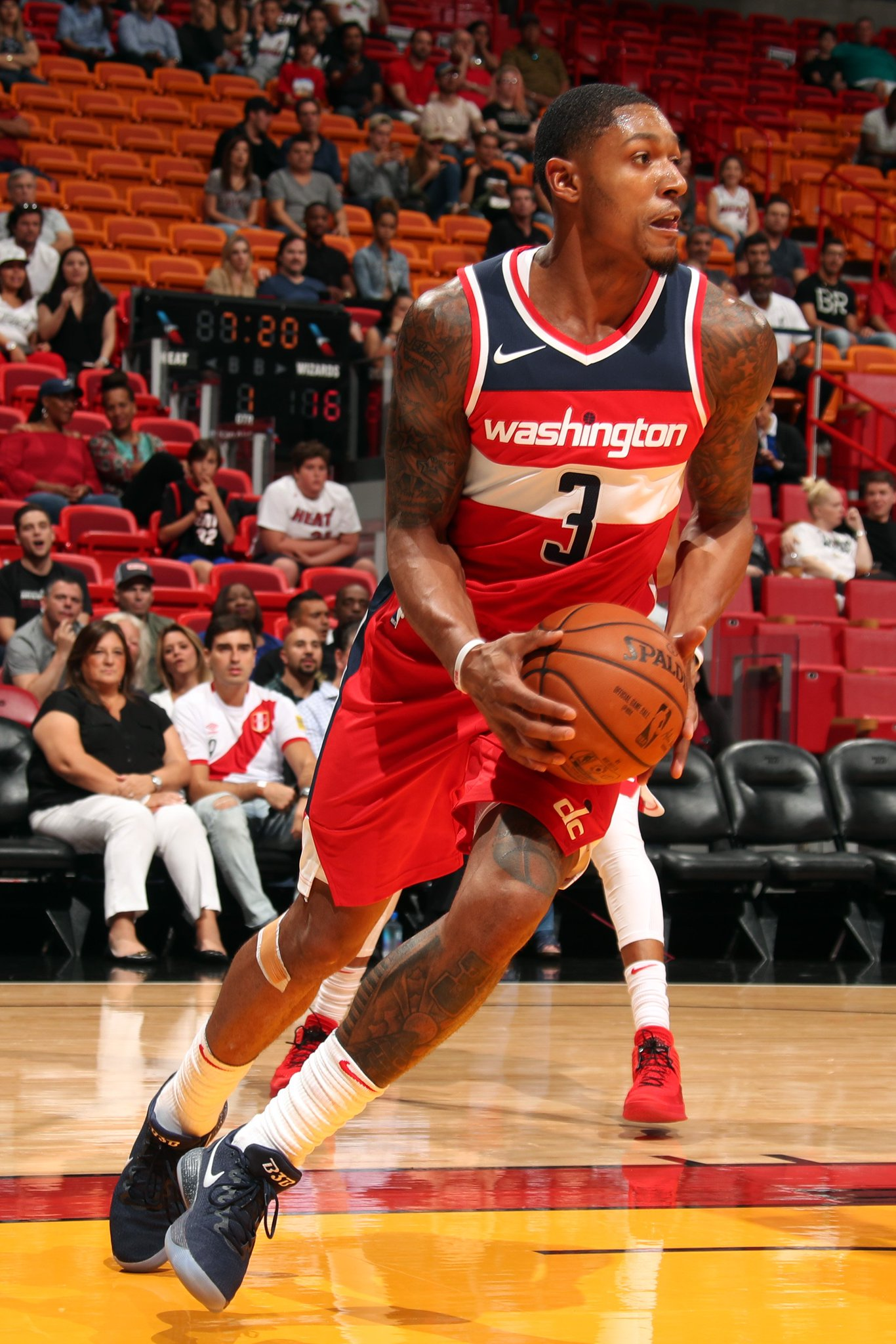 Halftime in Miami:  @WashWizards 53 - @MiamiHEAT 50  Beal: 9 PTS,3 ASTS https://t.co/6vFQ9vY6G4