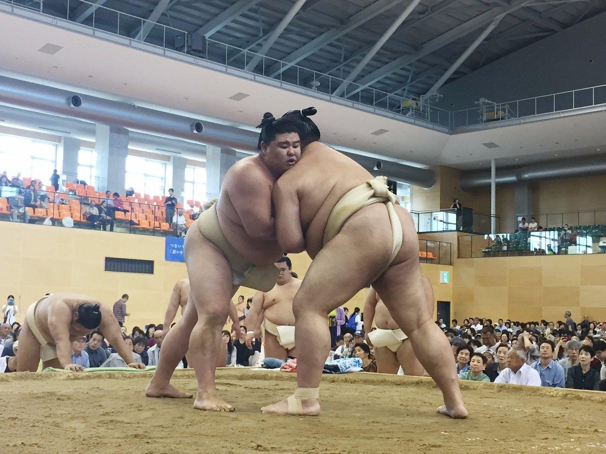 test ツイッターメディア - <秋巡業@一宮市>稀勢の里と正代の稽古。 #sumo https://t.co/g4BuCz0u1x