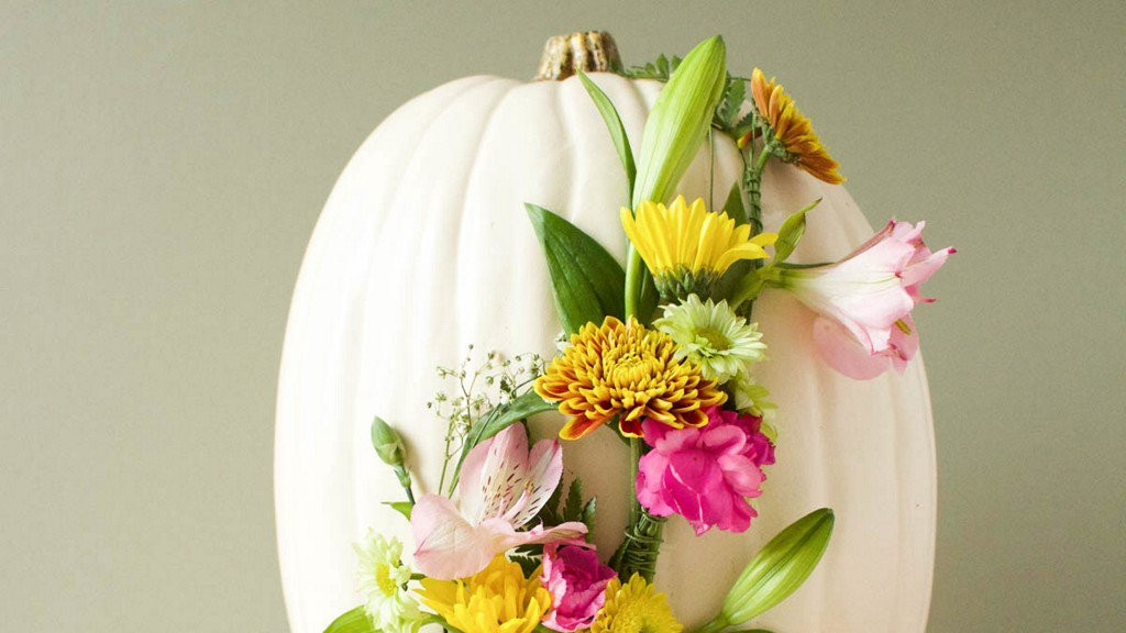 Floral Monogram Pumpkin https://t.co/wyoYxZRUWa https://t.co/VeBKlR93bU