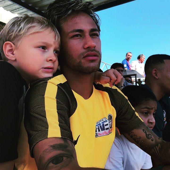 Meu pequeno ❤️feliz dia das crianças @davilucca99 https://t.co/TKtGwdBtMS