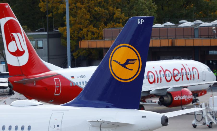 Lufthansa spreads wings by snapping up parts of failed Air Berlin https://t.co/bp1ph5iEVZ https://t.co/A1ZKoWQPpn