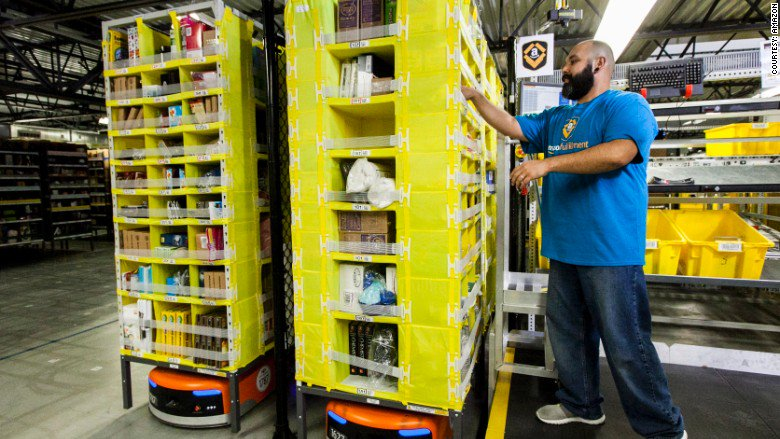 Amazon is looking to hire 120,000 US workers for the holidays https://t.co/UDd2u8VfY8 https://t.co/lpcYQpEFkh