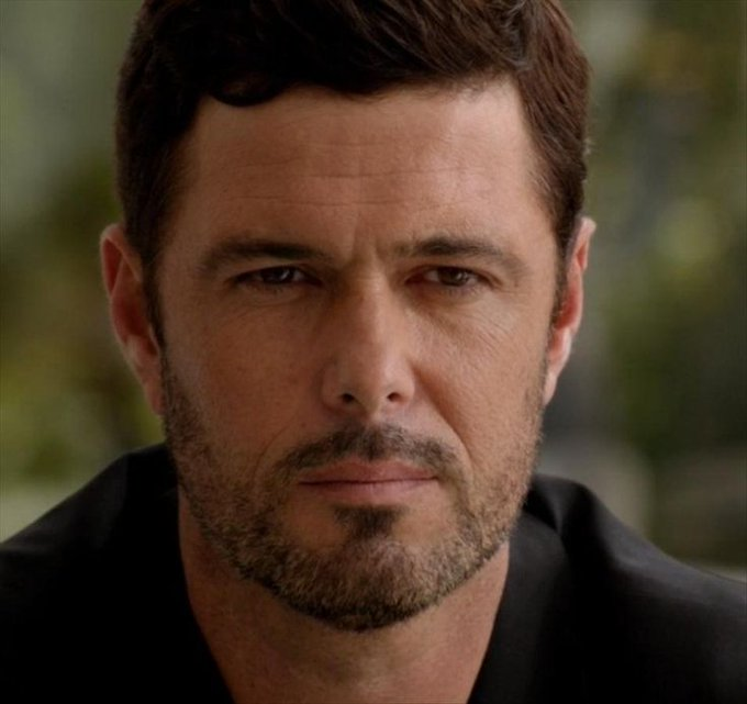 Happy birthday Carlos Bernard