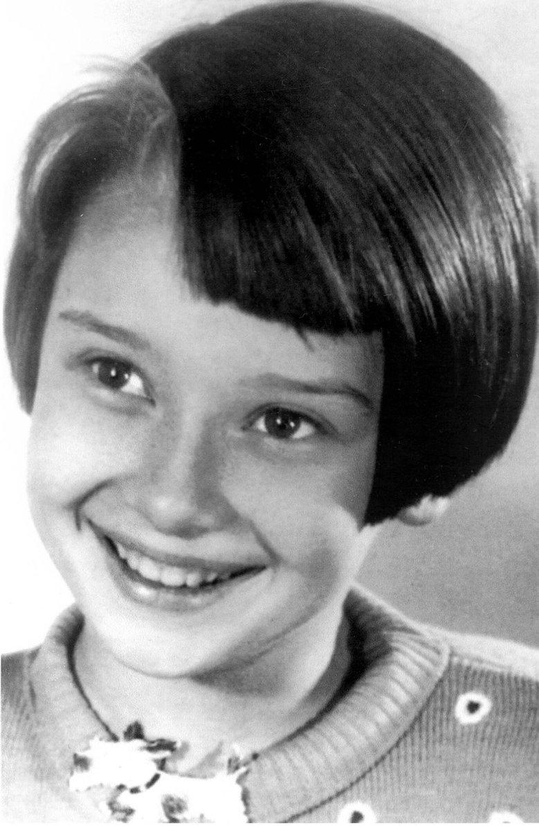 RT @cinefilandobr1: Audrey Hepburn, aos 10 anos! (1939)  #felizdiadascriancas #audreyhepburn https://t.co/cWvllIYtRW