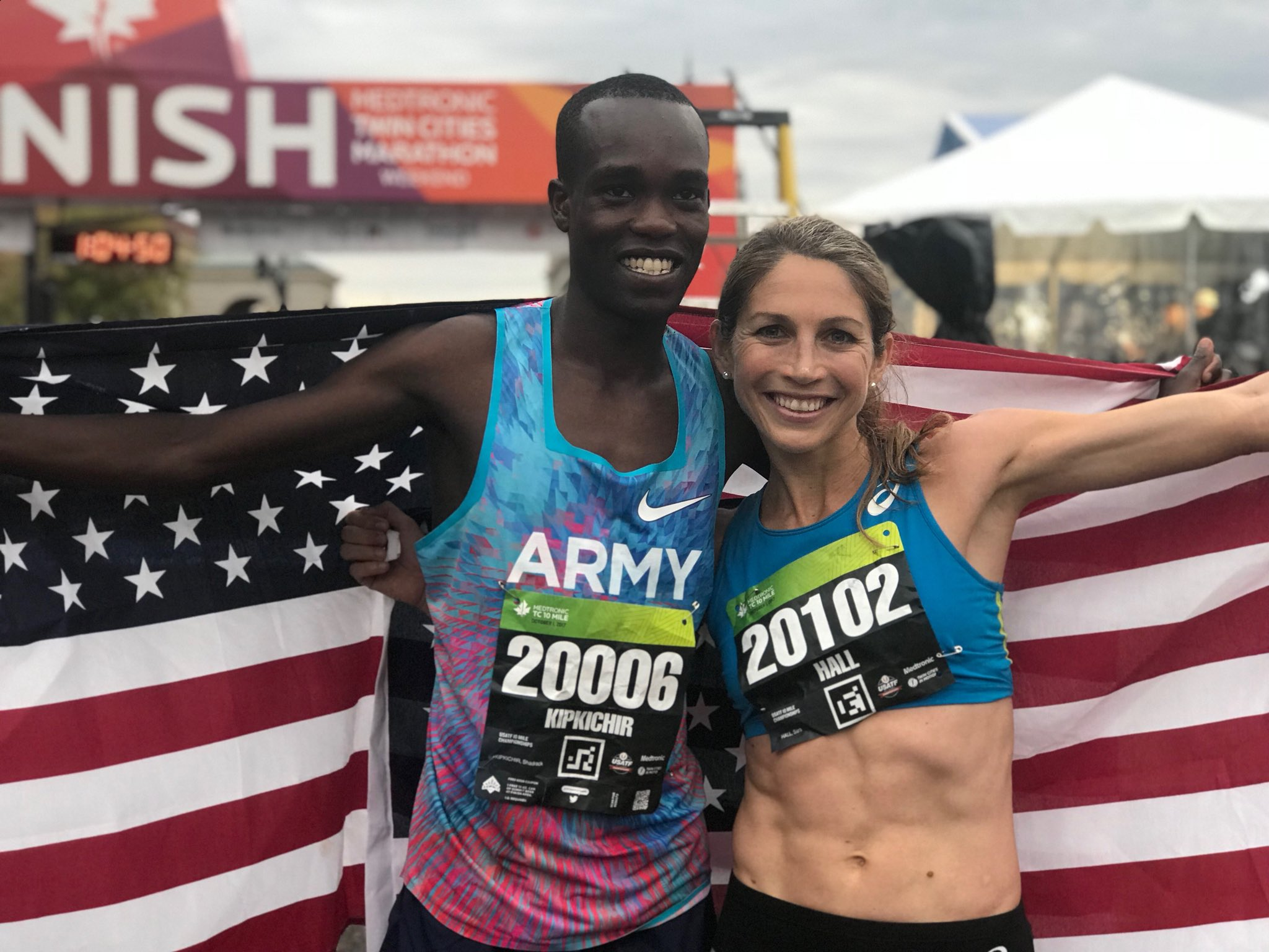 Congratulations to 2017 #USATF 10 Mile Champs winners @ShadrackKipch16 and @SaraHall3! #USARC https://t.co/eDQFdl7yIc