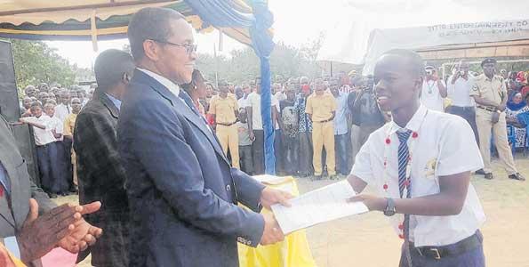 Kasi ya JPM kufufua shule kongwe nchini yamkuna Kikwete
