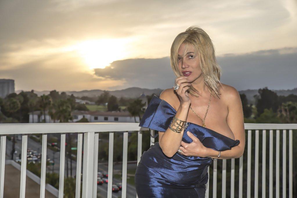 RT @celeb_addict355: Nadeea Volianova @nadeeavolianova - always stunning https://t.co/GcPcN3abFQ