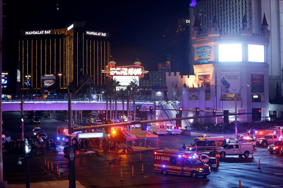 Sube la cifra a 58 muertos y 515 heridos en la  la masacre durante un concierto en Las Vegas https://t.co/1BYojX1e7P https://t.co/SYIL59ghjC