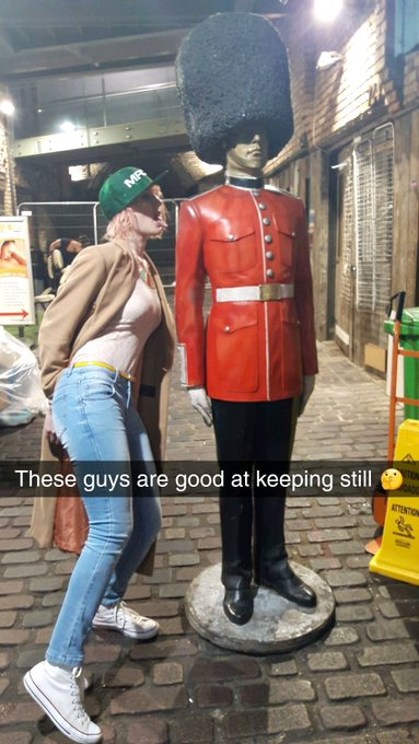 3 pic. Getting that @MyFreeCams swag all over London #mfc https://t.co/zB9aIcmXvK