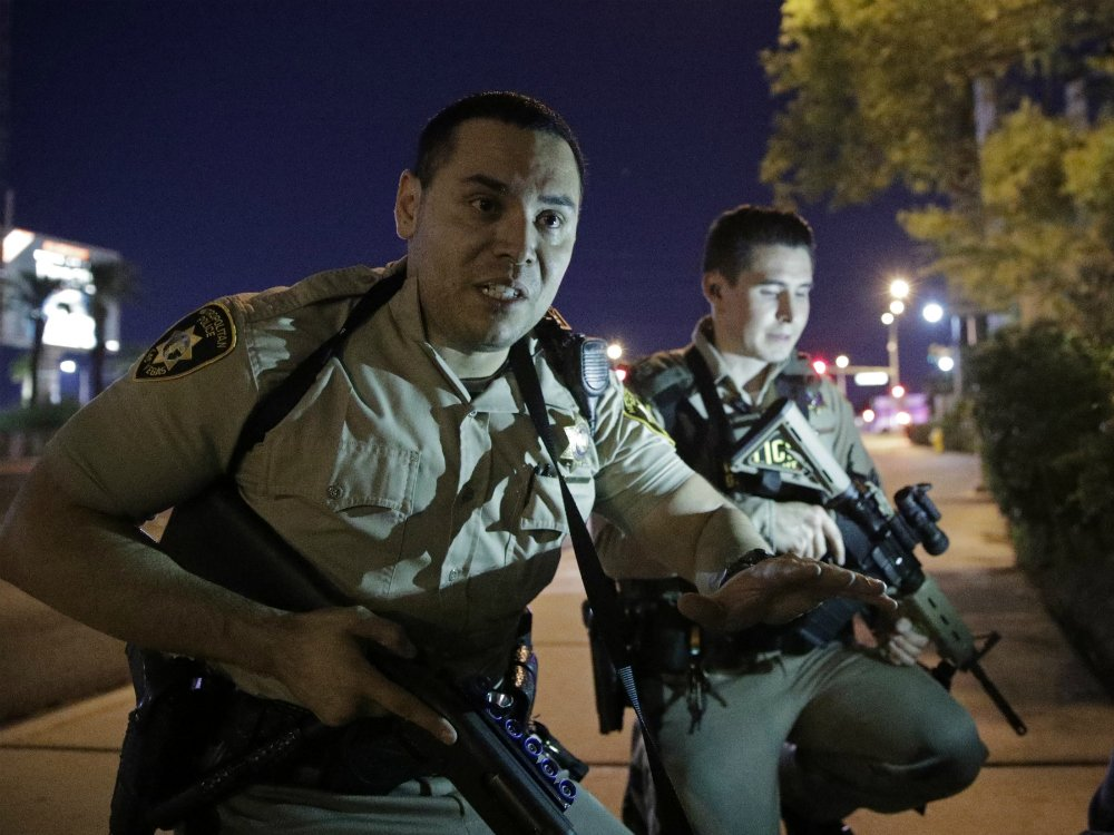 A fire alarm from gun smoke led police to the Las Vegas shooter's room, retired officer says
