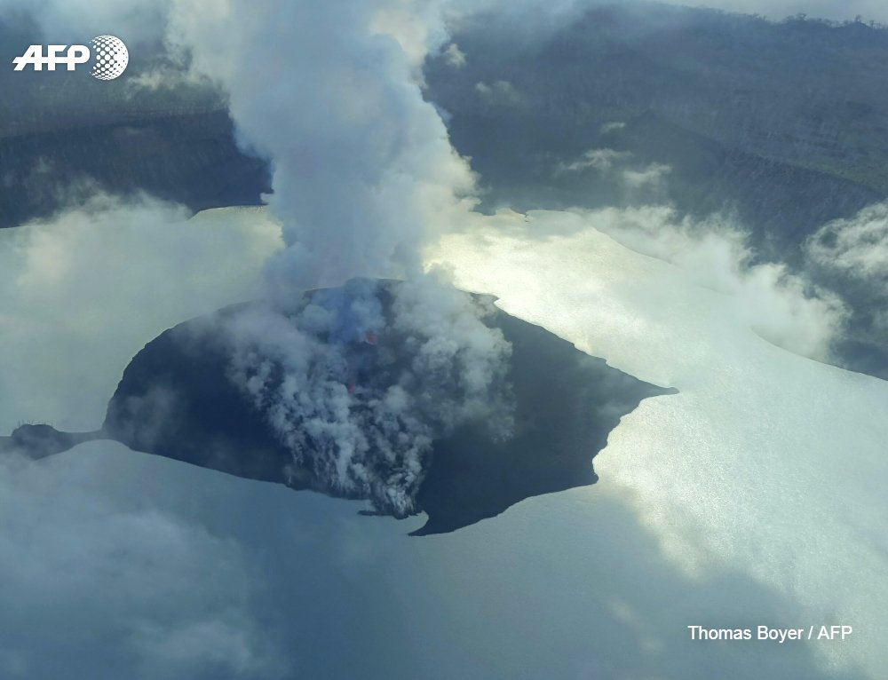Vanuatu volcano eruption threat recedes: scientists