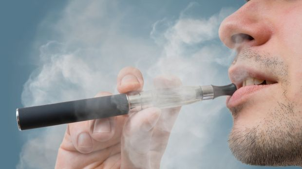 Top doctor calls for total ban on cigarettes, switch to e-cigarettes