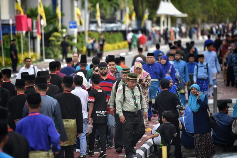 Crowds line the streets to celebrate Brunei Sultan's Golden Jubilee
