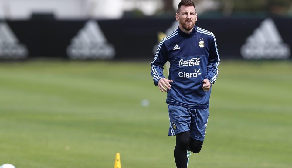 RT @mundodeportivo: PREVIA: Toda @Argentina le reza a Messi https://t.co/MyoeUwWJ1t por @marcelosottile https://t.co/ZbobeGIctw