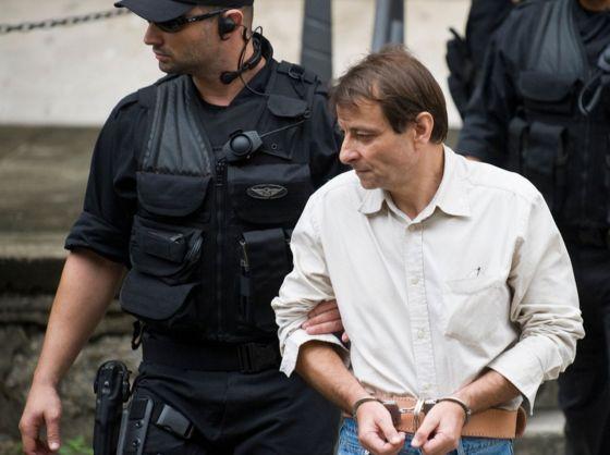 Cesare Battisti: Brazil holds fugitive Italian ex-militant
