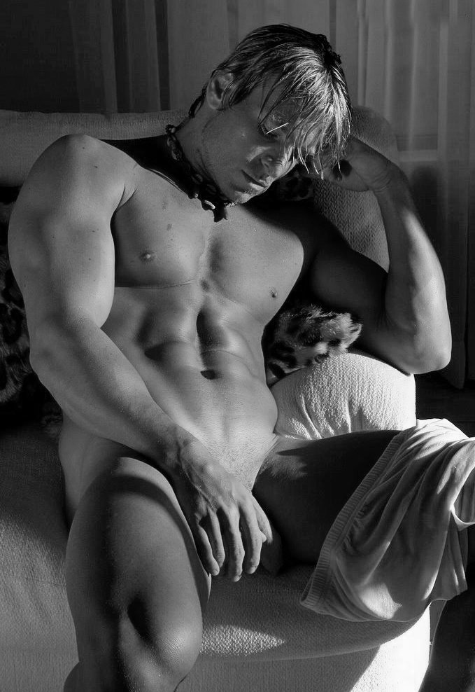 RT @swcosguy: #gaysex #malenude #gaymen #gaymuscle #gayporn #homoerotic https://t.co/BBaWanSuNg