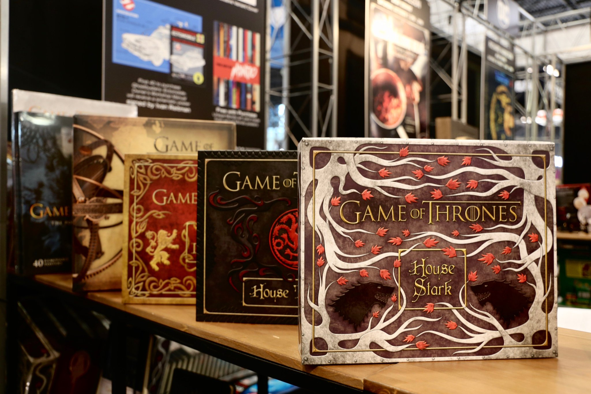 Rally the realm.  Purchase exclusive #GameofThrones merchandise from @insighteditions' #NYCC booth #1946. https://t.co/nMGlC57oTa