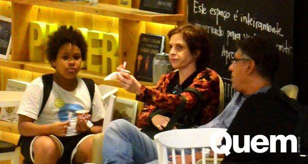 Drica Moraes. Foto do site da Quem Acontece que mostra Drica Moraes aproveita dia de folga para passear com o filho no Rio
