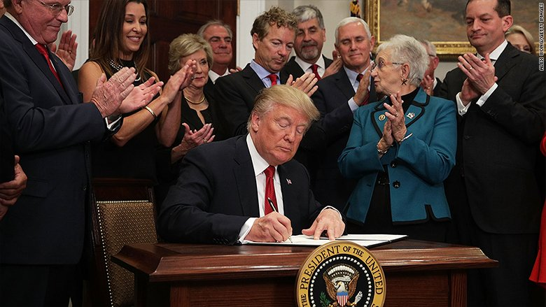 What's in Trump's health care executive order? https://t.co/B42g7KX2Ws https://t.co/b2CDPC7izI