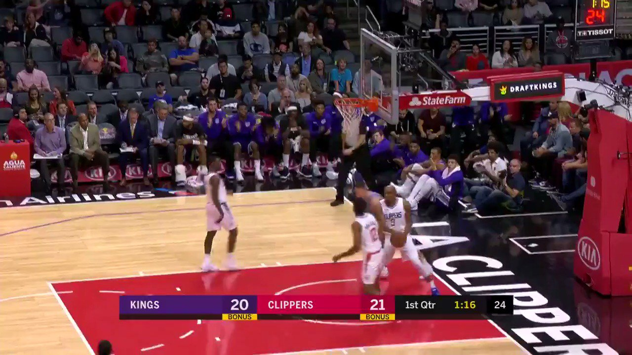 From one rookie to another!  Frank Mason III to Bogdan Bogdanovic!  @NBATV https://t.co/eImvVDBakT