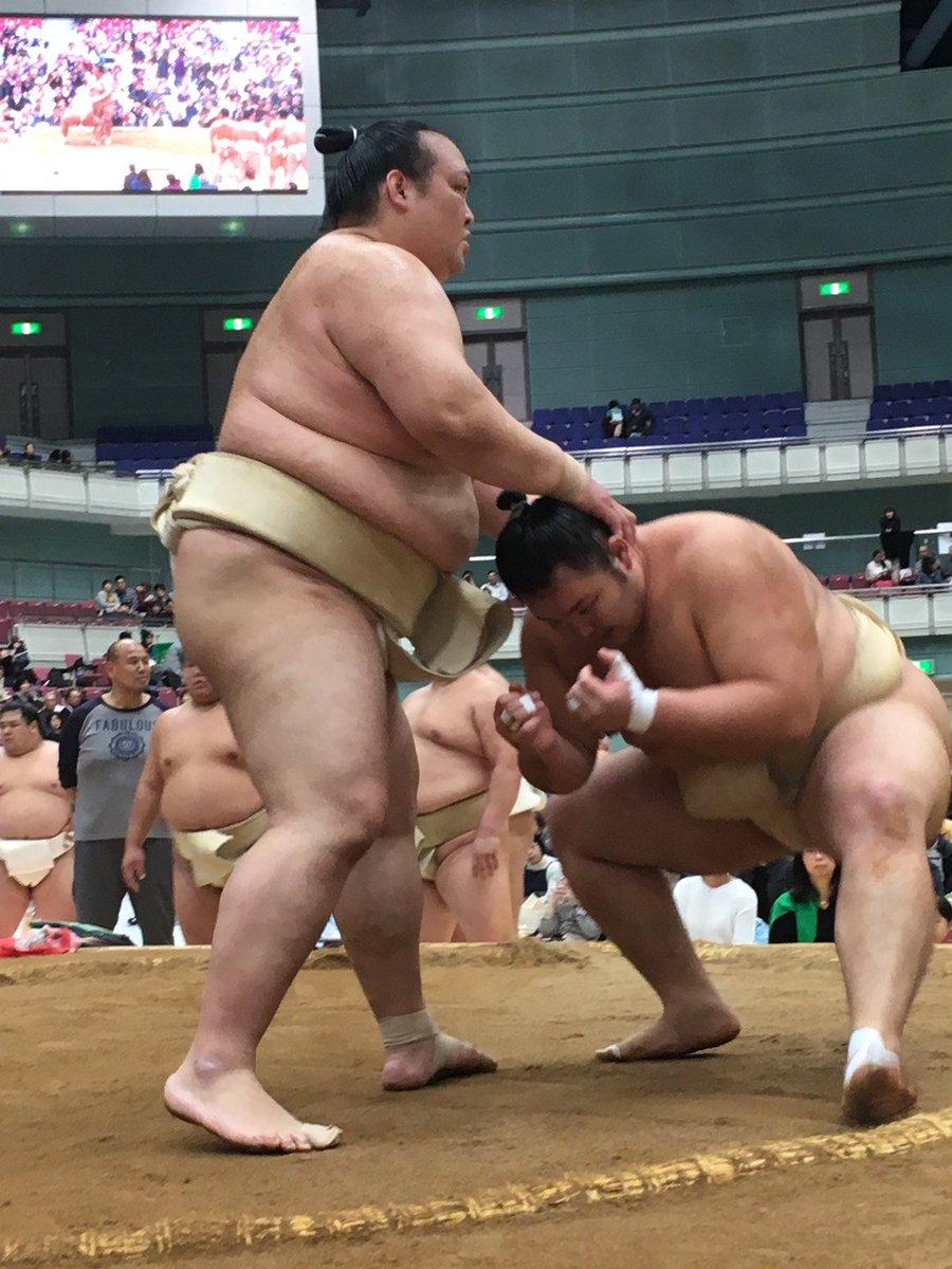test ツイッターメディア - <秋巡業@長野場所>稀勢の里と朝乃山の稽古。 #sumo https://t.co/6M36J7GjR1