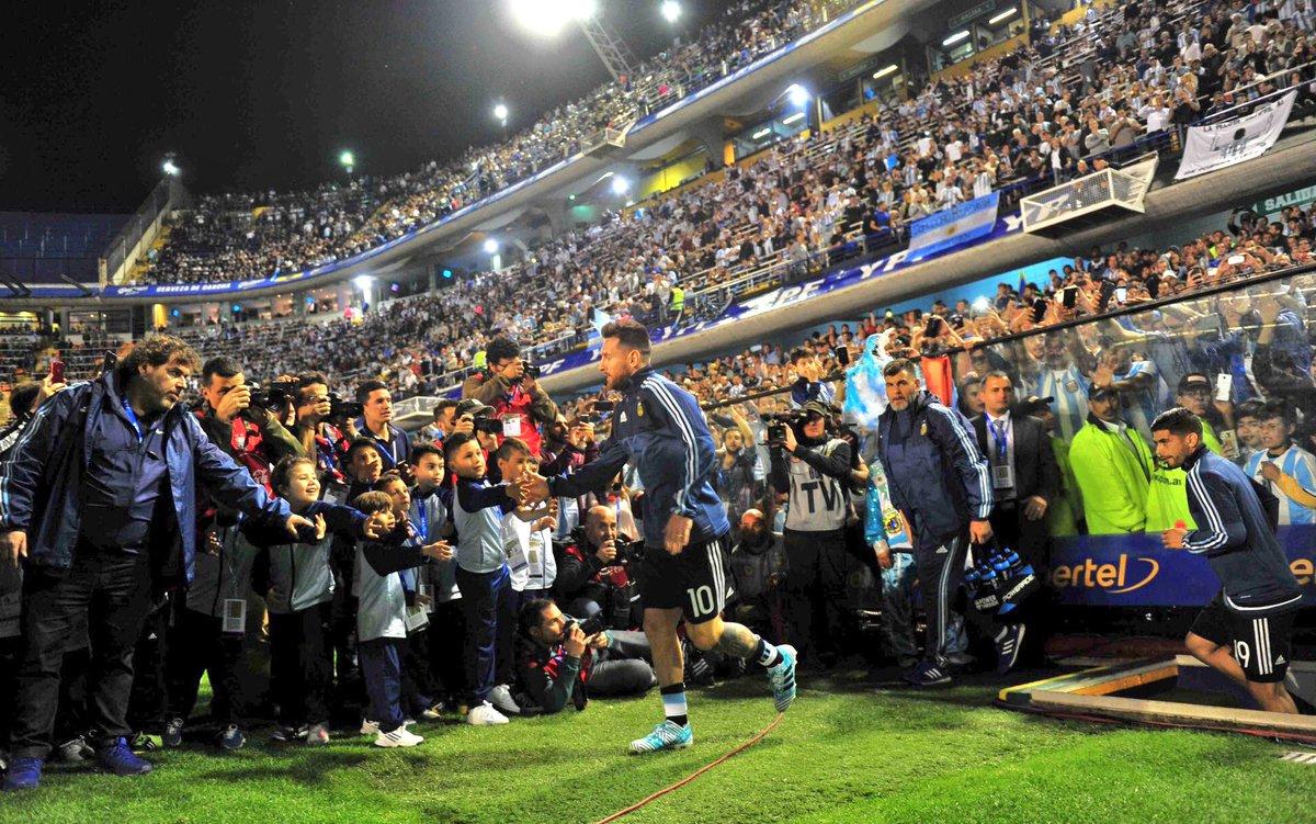 ¡Messi entra a la Bombonera! #VamosArgentina ���� https://t.co/HBWEtIgPzs