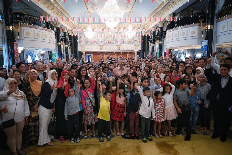 PM Lee meets Singaporeans living in Brunei