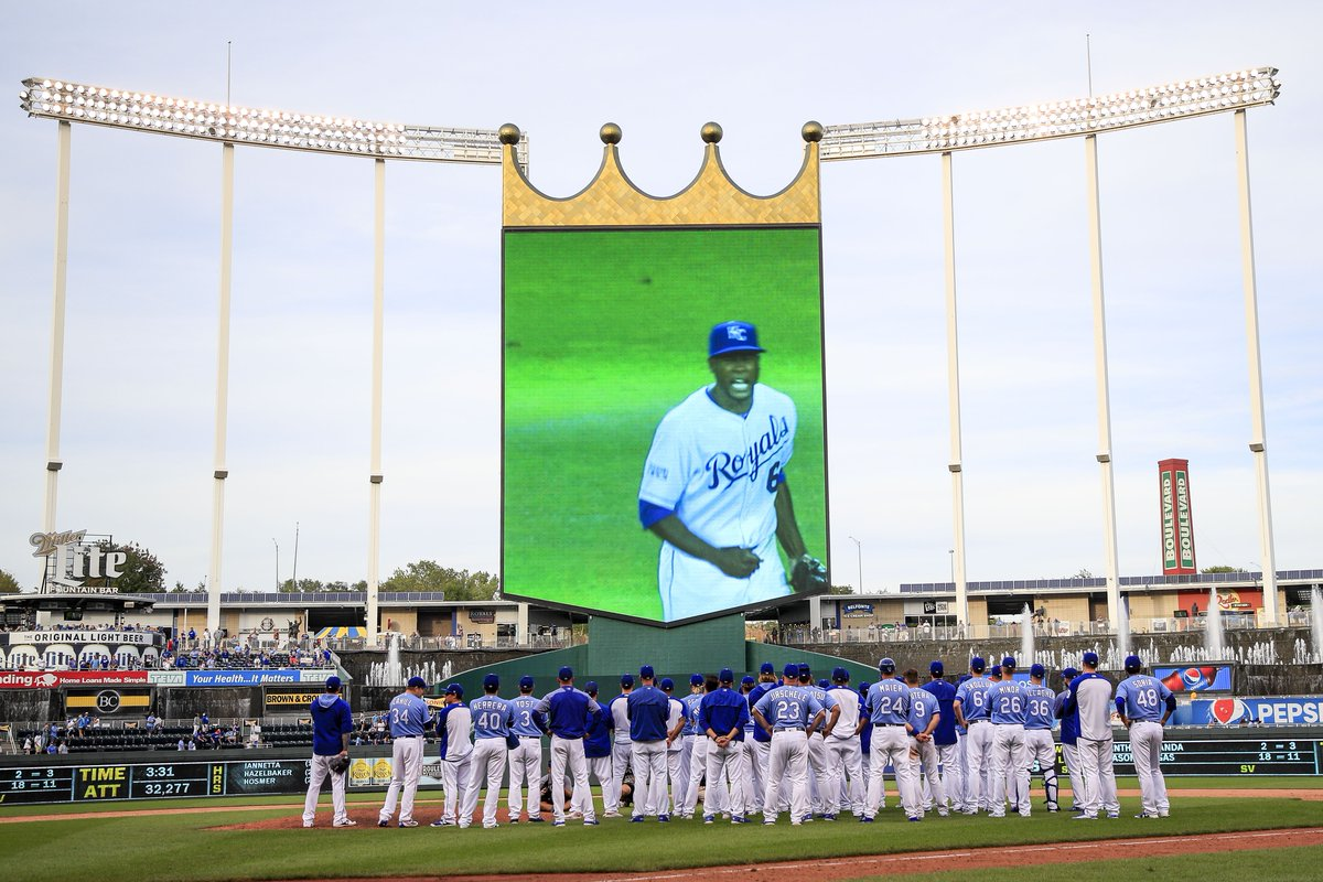 #KansasCityRoyals potentially looking at downtown stadium https://t.co/7JpWTKH4iH via @calltothepen https://t.co/XVdaB21bbA