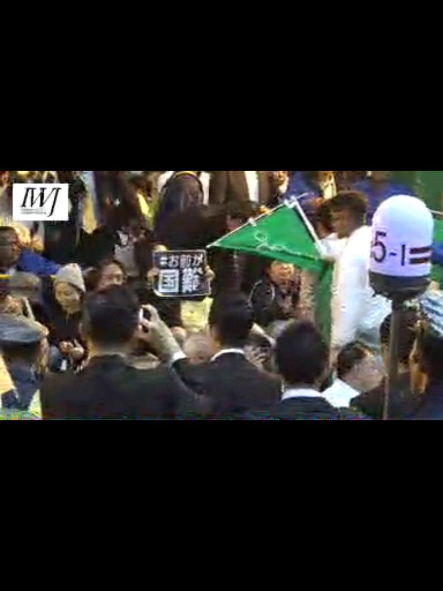 """【悲報】安倍晋三さん、演説会場にバリケードを作って""""こんな人達""""からを自らを守り抜いてしまう  [785146532]YouTube動画>4本 ->画像>121枚"""