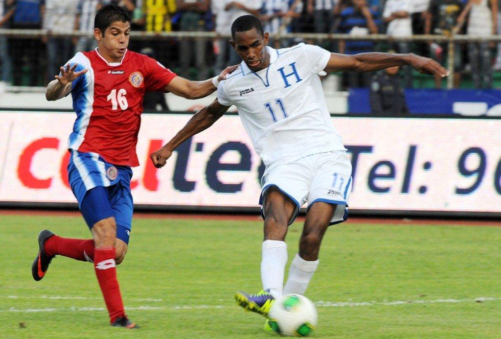 """Costa Rica-Honduras jugarán hasta mañana por tormenta """"Nate"""" - Diario Co Latino"""