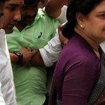Sasikala visits husband Natarajan at Chennai hospital