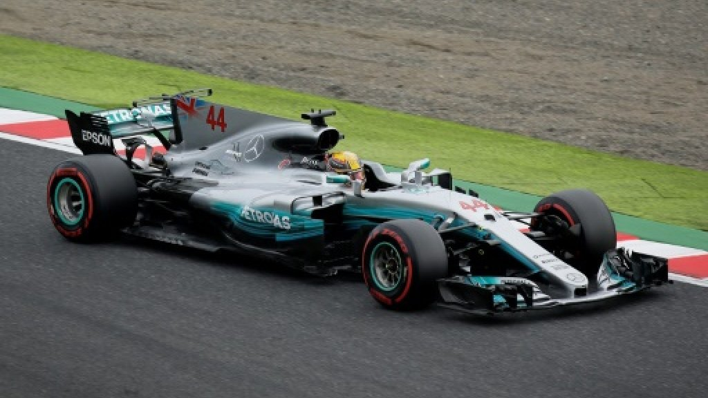 Hamilton hits back with 'crazy' Japan pole