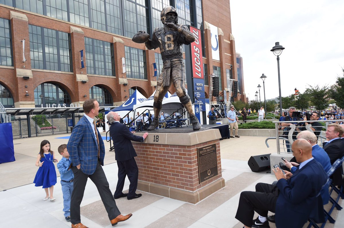 The @Colts unveil Peyton Manning's statue https://t.co/53Vd28CgNr https://t.co/ZDlndFxKbX