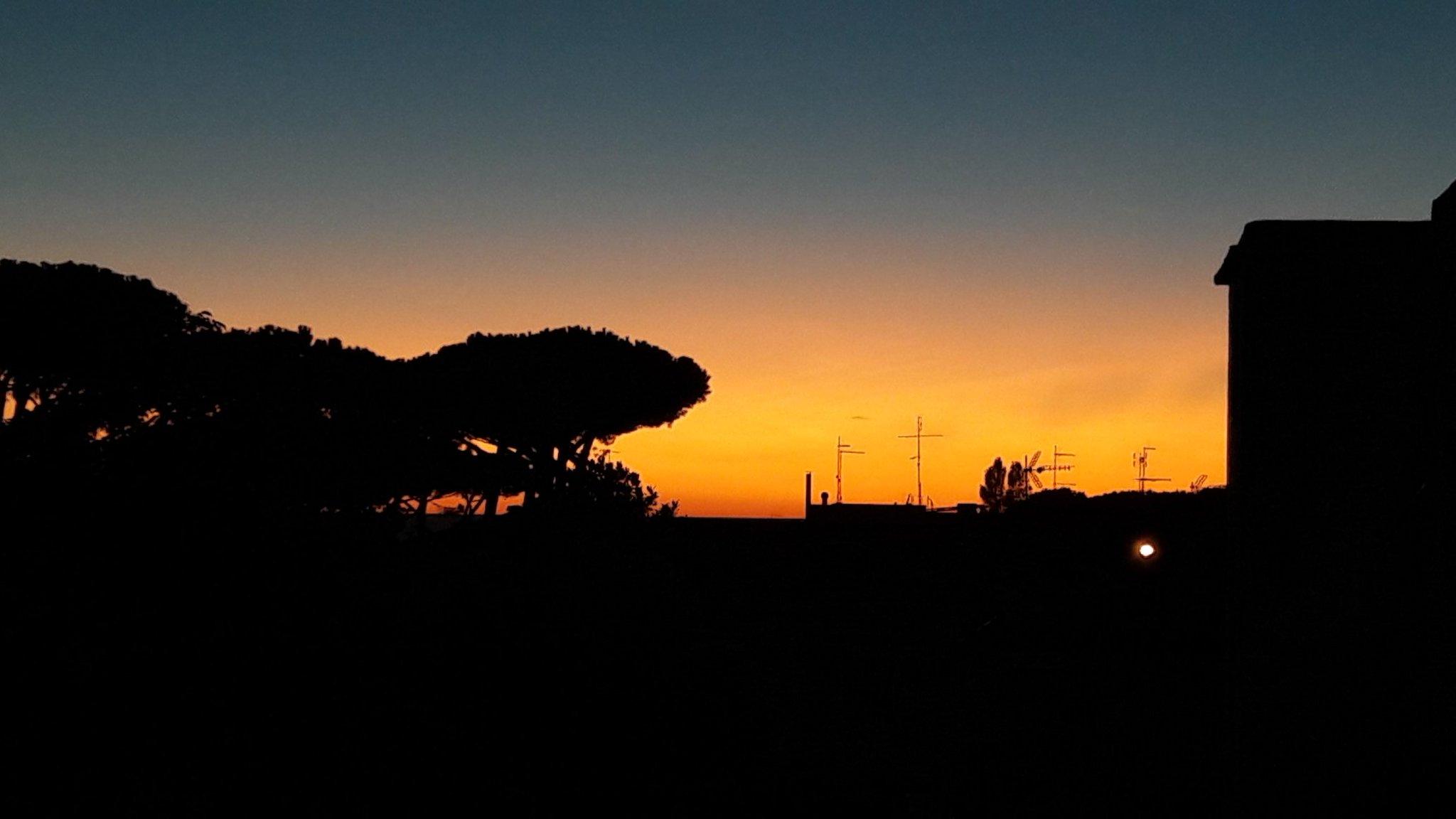 Rosso di sera...speriamo che domani non sia troppo caldo... buona serata @granfondoroma https://t.co/gE4JukJFcX