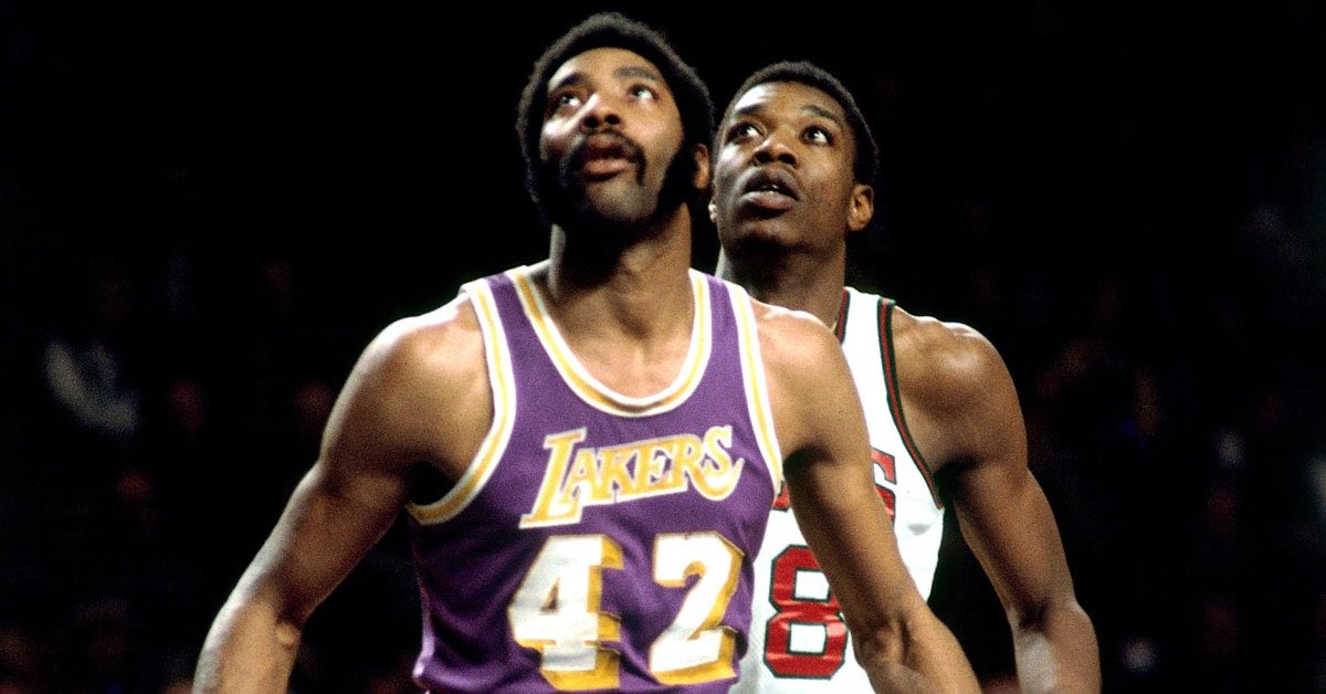 Our condolences to the family and friends of Connie Hawkins. https://t.co/0adBc9ncRr