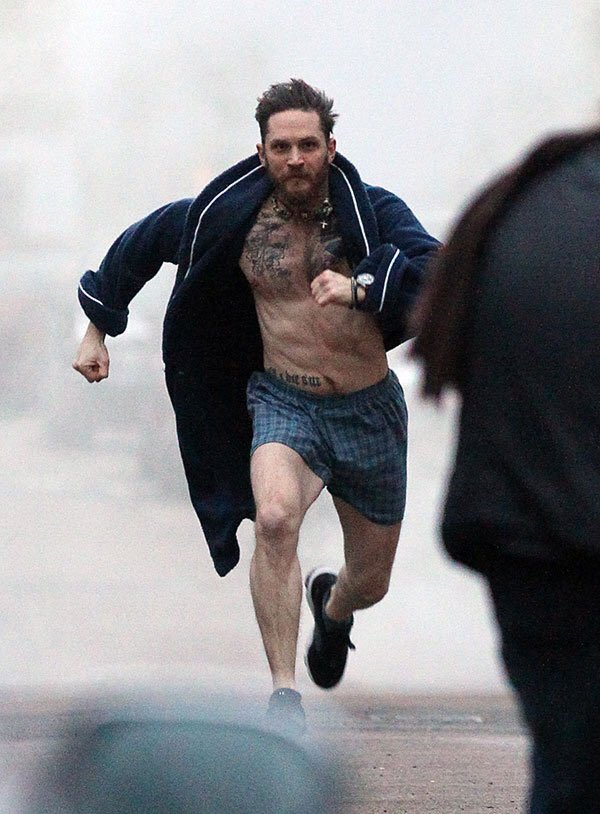 Sokakta yürürken aniden bu adamın koşarak size doğru geldiğini gördünüz, ne yapardınız? https://t.co/kpuuodnNgq